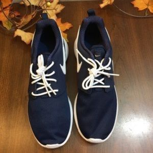 NEW Nike Roshe Run Running Dark Blue Shoe 4 NWT